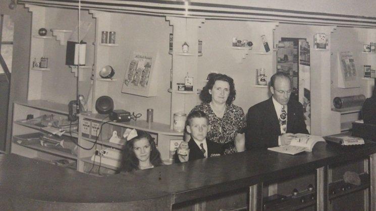 Philippe Venne, son épouse et ces deux enfants - 1944