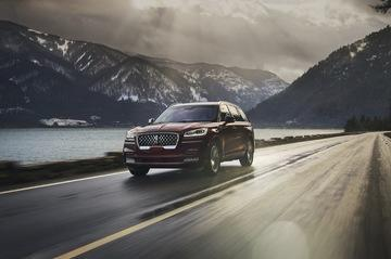 2020 Lincoln Aviator Comparison