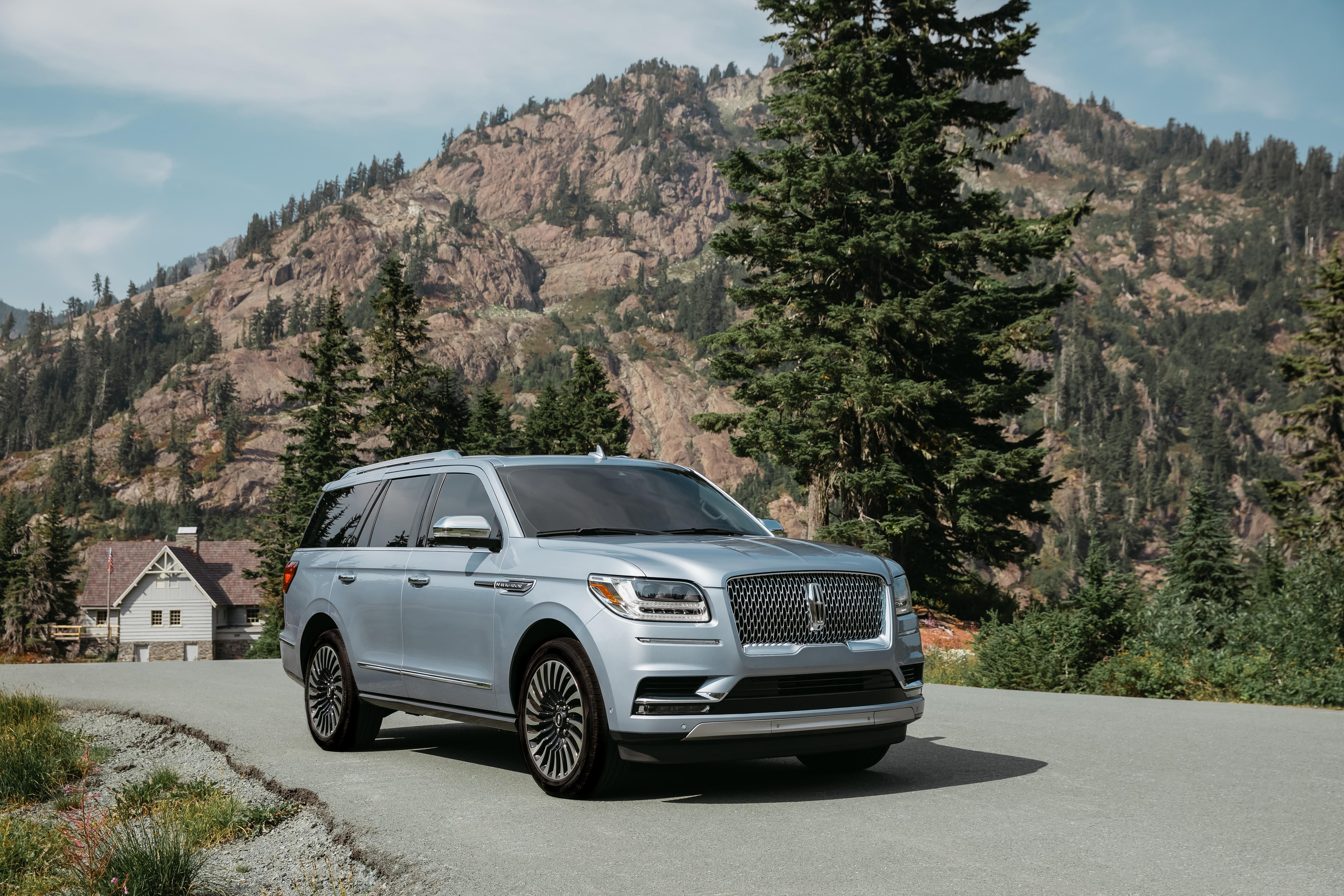 2020 Lincoln Navigator Comparison