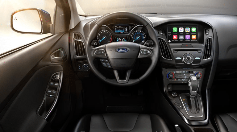 2017 Ford Focus SE Interior Dashboard