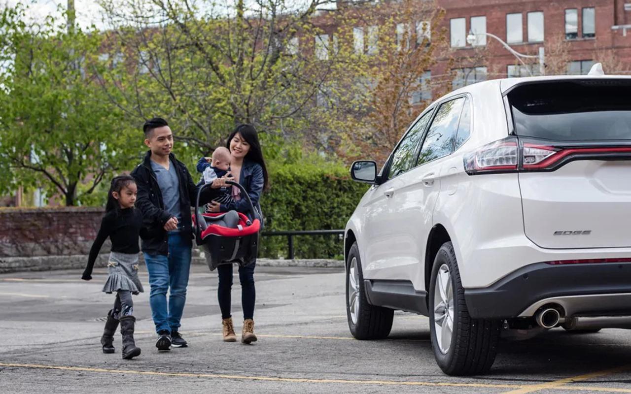 Programme Ford Nouvel Arrivant Edge Blanc et Famille