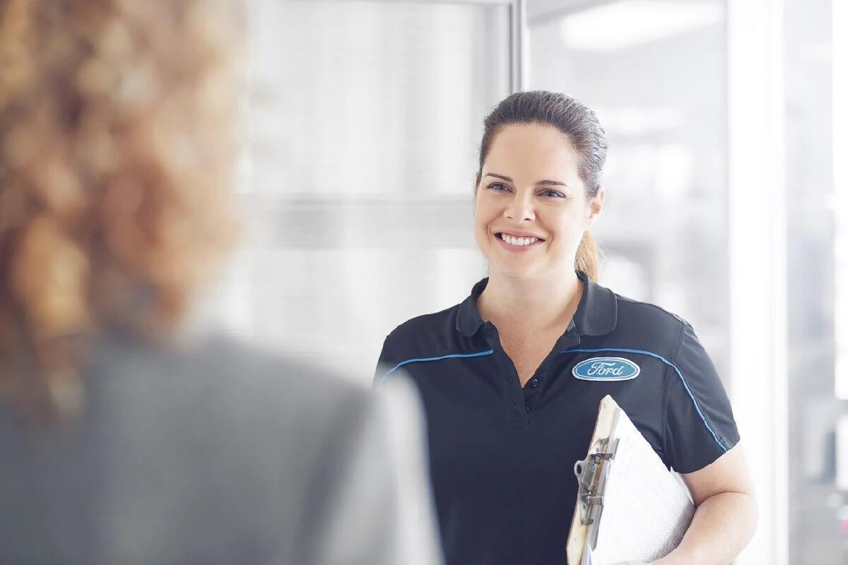 Ford service aviseur femme