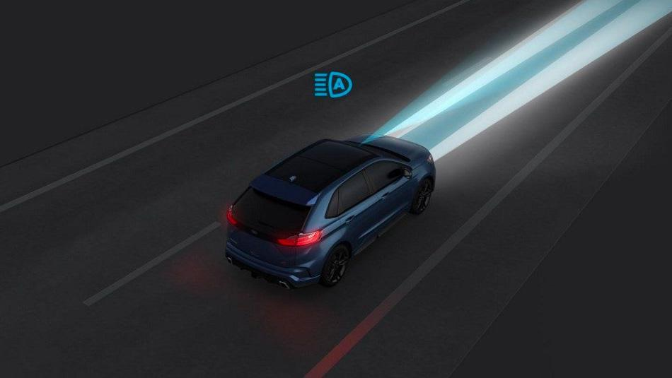 Ford Edge demonstrating Blind Spot Information System with Cross Traffic Alert