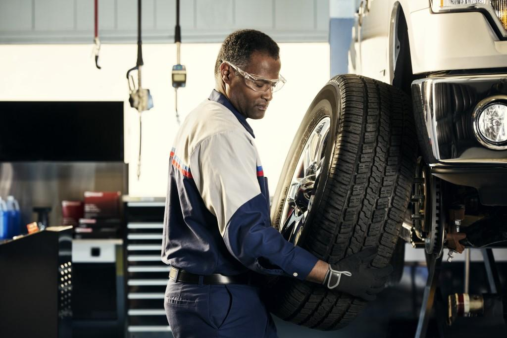 Service Department change tires image