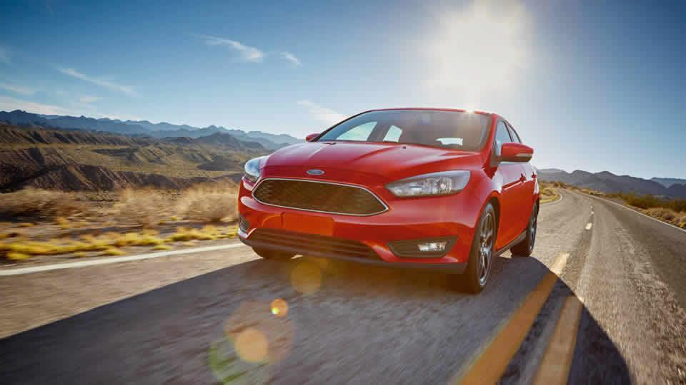 2017 Ford Focus SEL Sedan, Race Red
