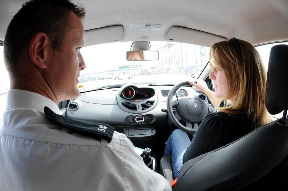 Generation Y Drivers Have Worst Driving Habits