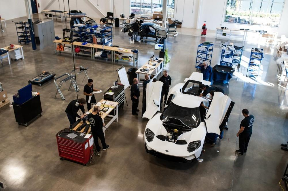 Ford performance produces the 2017 Ford GT