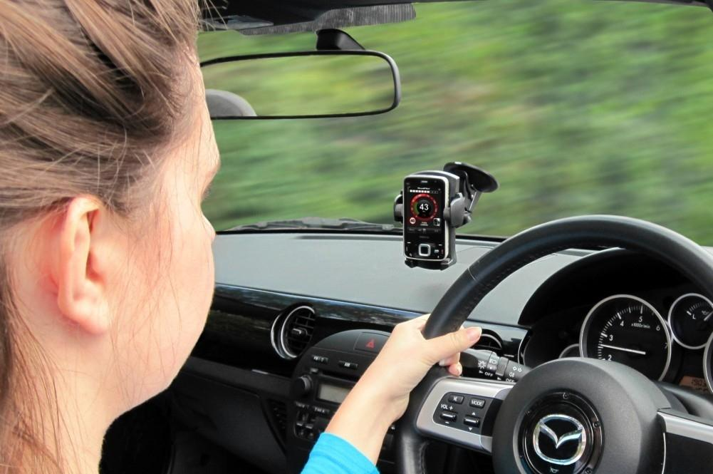 Hands-Free Kit is as Distracting as Mobile Phone