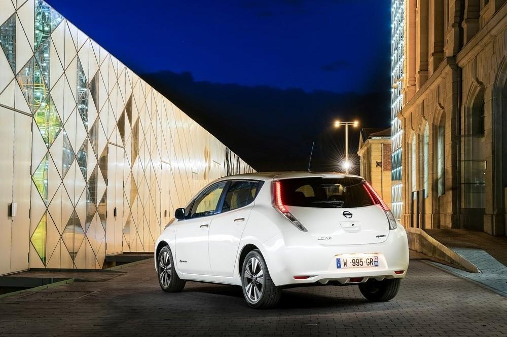 Nissan Leaf 2015 Review
