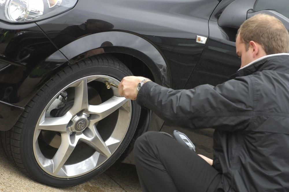 10 warning signs that your car needs a service
