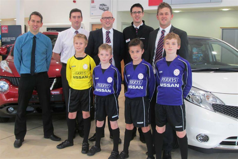 Perrys Nissan sponsoring school football club