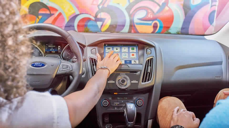 SYNC 3 with AppLink and Apple CarPlay, and Android Auto
