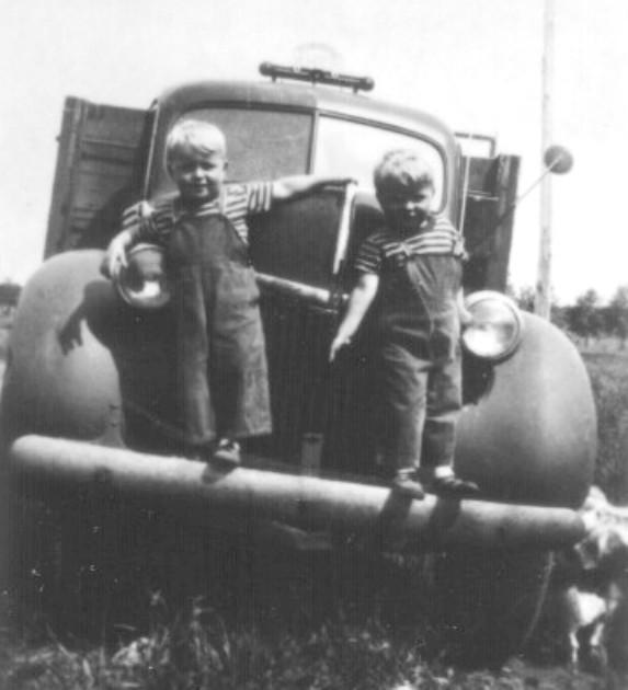 Young Zarowny brothers posing with car