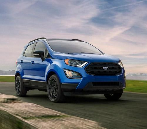 Ecosport driving along the highway