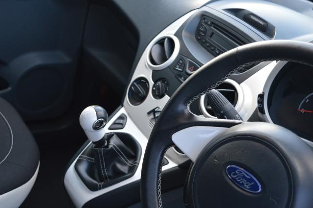 Ford Ka   Zetec White Edition Dr