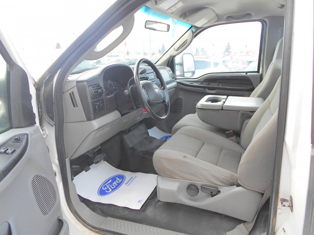 2005 Ford Super Duty F-250 4WD Regular Cab 8 Ft Box XLT