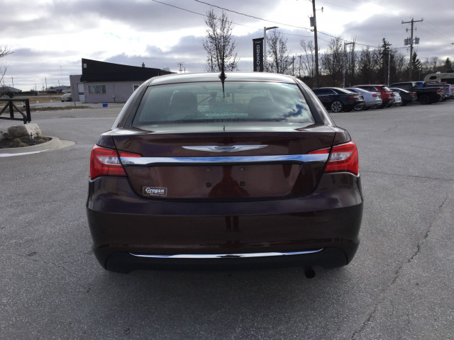 2012 Chrysler 200 LX FWD