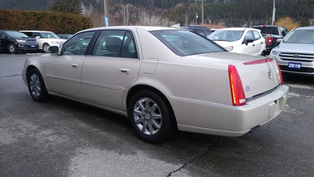2011 Cadillac DTS Base