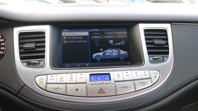 2011 Hyundai Genesis W/TECHNOLOGY PKG