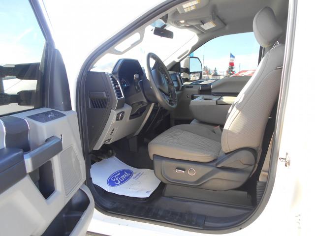 2017 Ford Super Duty F-350 DRW 4WD Crew Cab 8 Ft Box XLT