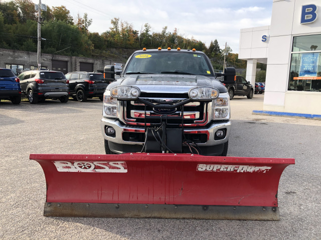 2016 Ford F-250 XLT WITH 8 FT PLOW AND MATCHING FIBREGLASS TONNEAU