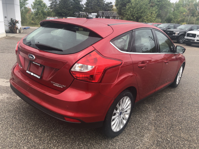 2012 Ford Focus TITANIUM w/HEATED LEATHER, MOONROOF, NAVIGATION