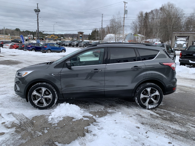 2017 Ford Escape SE w/2.0L ECOBOOST, TOW PKG, NAVIGATION, BACKUP CAMERA