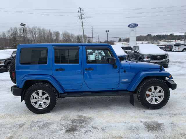 2015 Jeep Wrangler Unlimited SAHARA w/HEATED SEATS, NAVIGATION, REMOTE START, FIVE NEW TIRES!