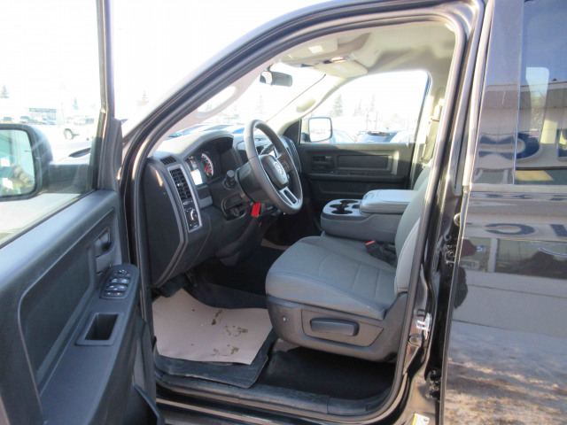 2017 Ram 1500 4WD Crew Cab 5.7 Ft Box ST