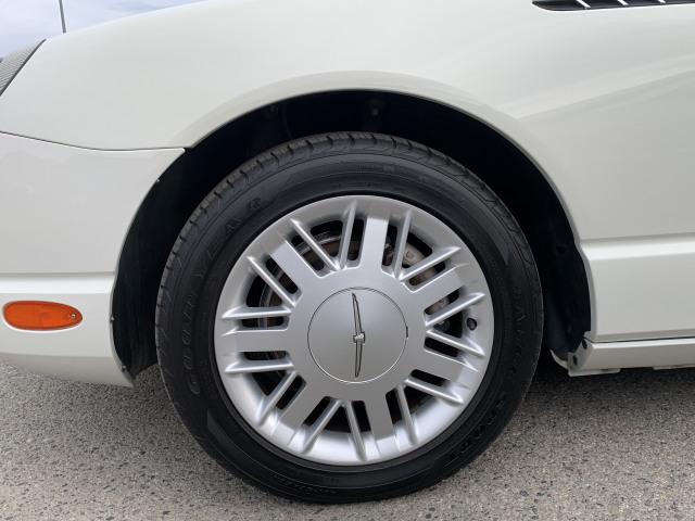2002 Ford Thunderbird Standard