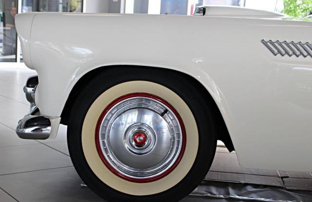 1956 FORD THUNDERBIRD  V8