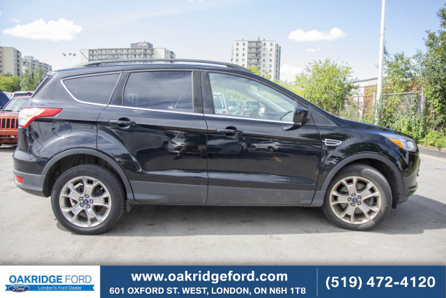 2016 Ford Escape SE, 2.0L, Leather, Moon Roof, Navigation and AWD