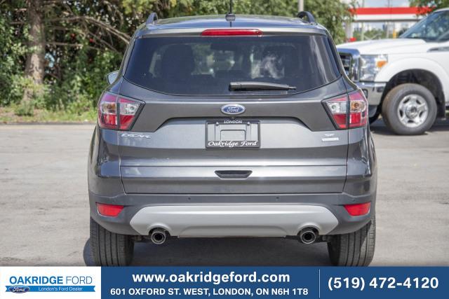 2017 Ford Escape SE, Only 32k ! Navigation, Blis, Power Liftgate. Wont Last