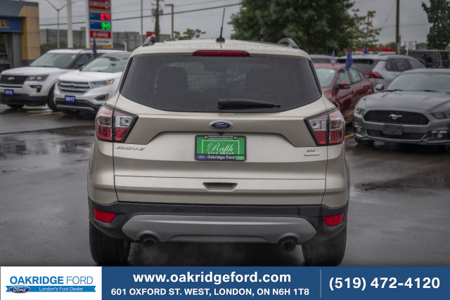 2017 Ford Escape SE, Super low KM Escape with Navigation and Bluetooth