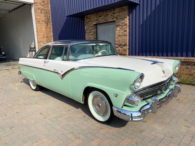 1955 Ford Fairlane Crown Victoria Skyliner