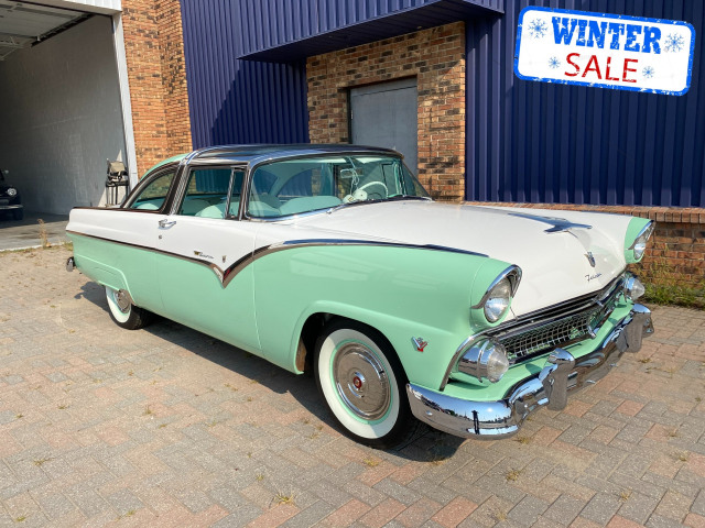 1955 Ford Fairlane Crown Victoria Skyliner