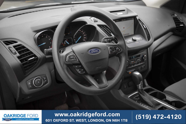 2017 Ford Escape SE, Navigation, Blue tooth, back up camera. Low KMs