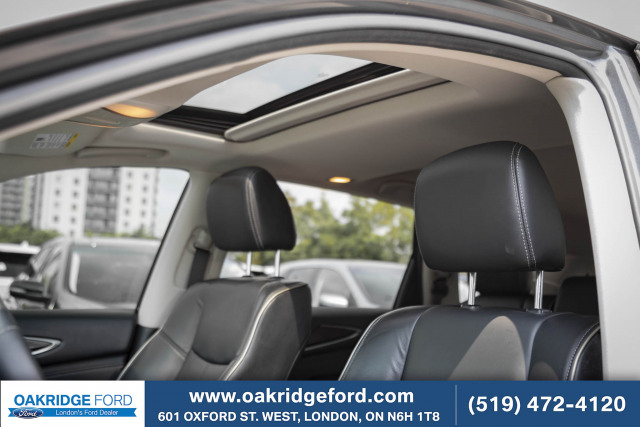 2016 INFINITI QX60 Absolutely Meticulous. Drive in style with this affordable luxur