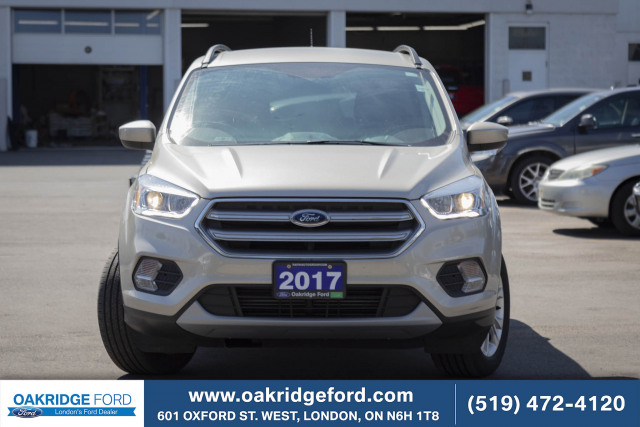 2017 Ford Escape SE, Rare 2.0 L Only 35k, Navigation, bluetooth
