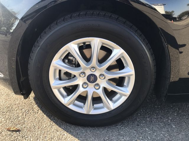 2017 Ford Fusion S FWD w/ 2.5L Engine