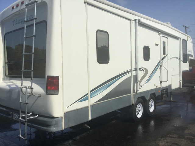 2005 GLENDALE RV 5TH.  WHEEL Titanium