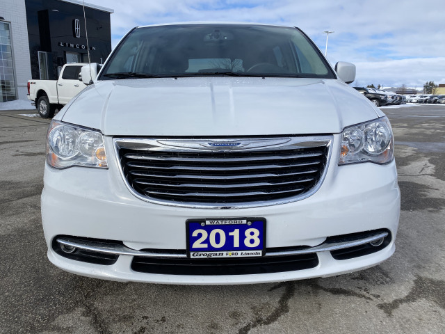 2015 Chrysler Town and Country Touring FWD