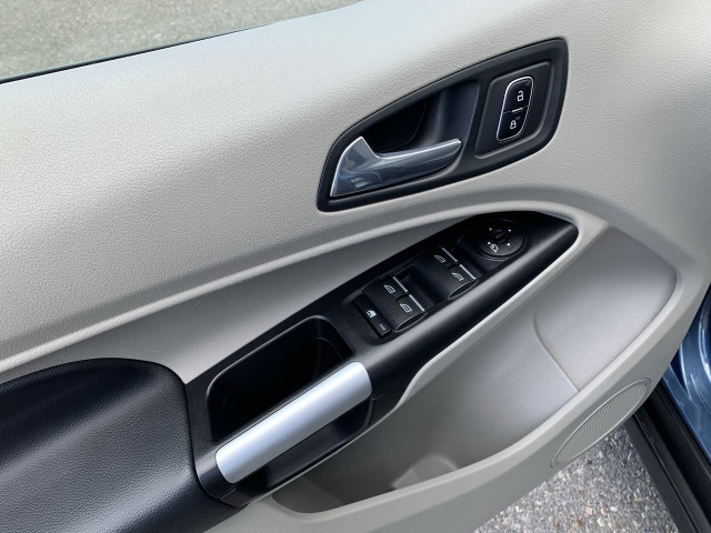 2019 Ford Transit Connect Titanium FWD w/ 2.0L Engine