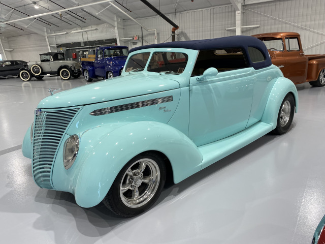 1937 Ford Deluxe Roadster