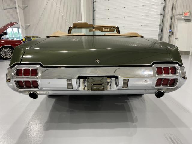 1972 Oldsmobile Cutlass Supreme 442 W-30 Tribute
