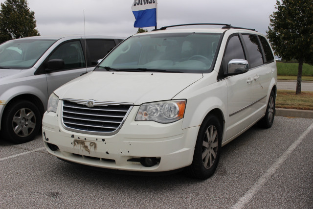 2009 Chrysler Town and Country Touring *AS IS*