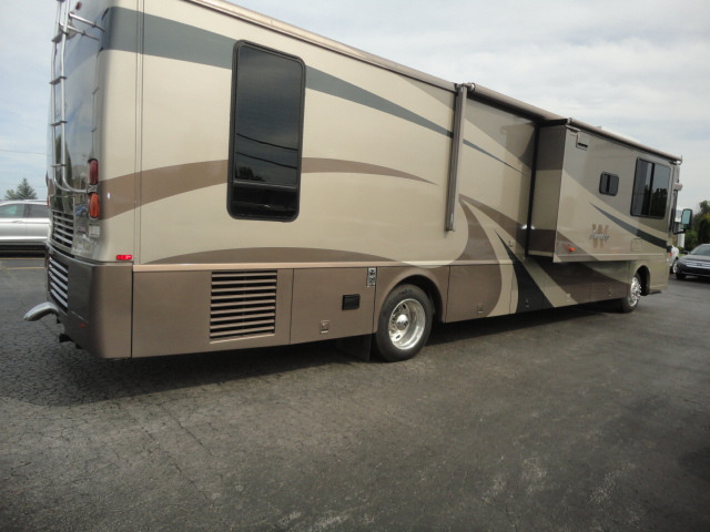2004 Winnebago JOURNEY 39