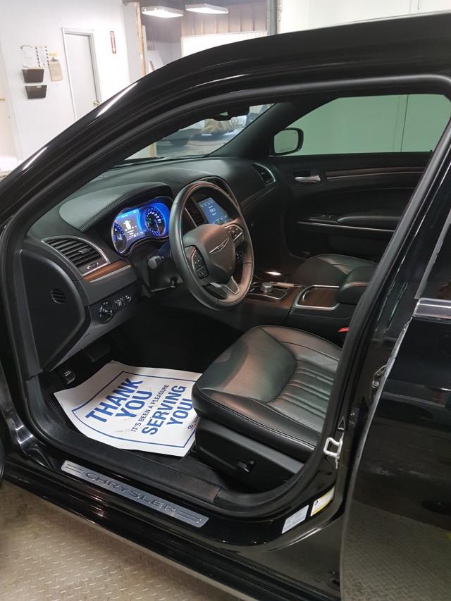 2016 Chrysler 300C Platinum