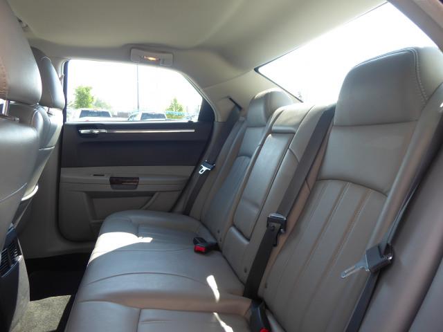 2007 Chrysler 300C Base